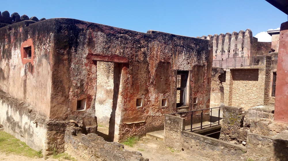 Portuguese's captain house and slave cell